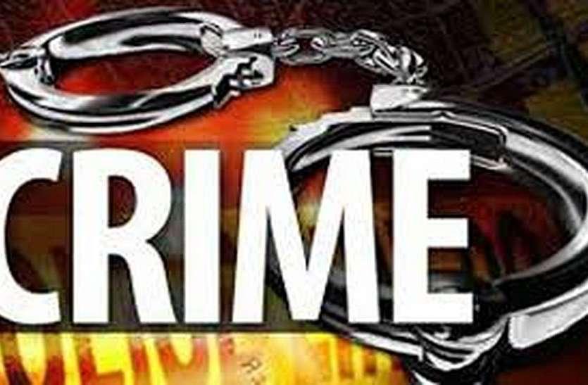 शराब के पव्वे ने पुलिस को चोरों तक पहुंचाया