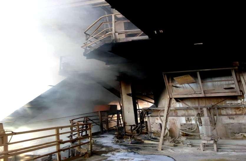भिलाई स्टील प्लांट में लगी भयंकर आग, 60 फीट ऊंची आग की लपटों में जलकर खाक हो चार मोटर और कीमती केबल