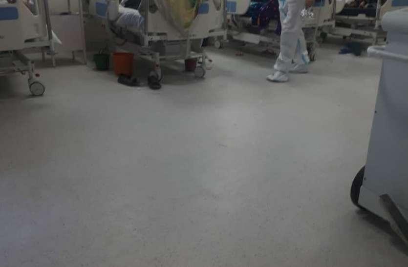कोरोना संक्रमित बढ़े तो बिगड़ गई व्यवस्थाएं, जानें स्थिति
