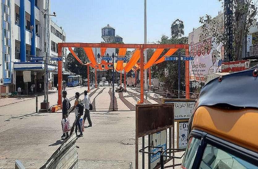 सूरत रेलवे स्टेशन पर भाजपा प्रदेश अध्यक्ष के संबोधन से पहले हटाए स्टेज और बैनर
