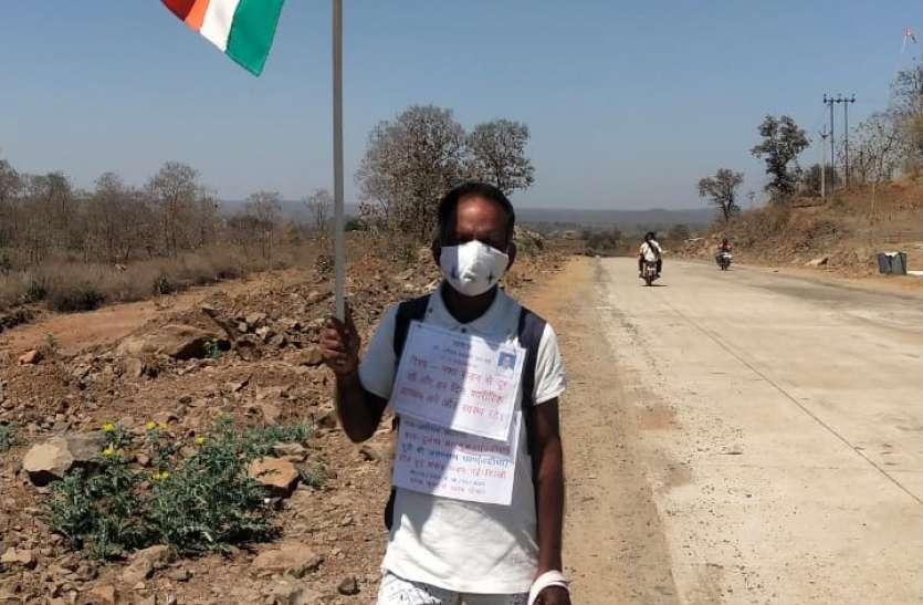 स्वस्थ भारत के संदेश के साथ 63 वर्षीय वृद्ध पदयात्रा पर