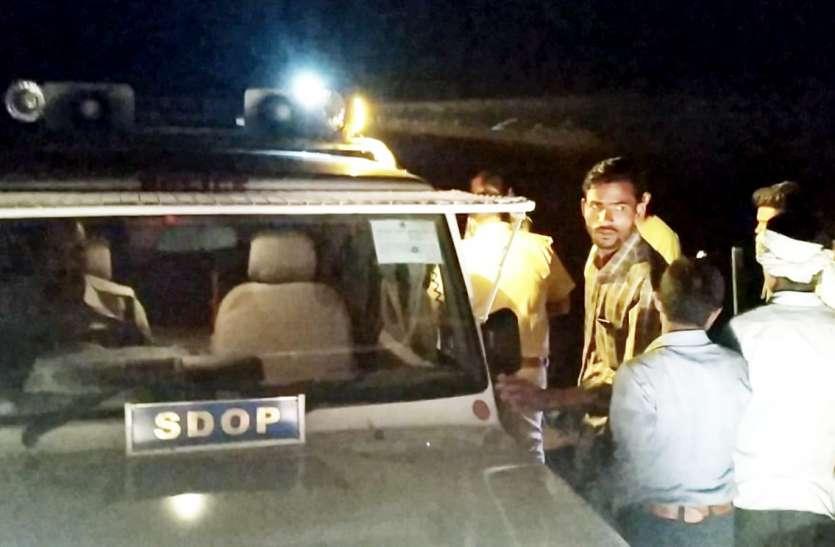 एडीओपी खजुराहो के वाहन पर पत्थरबाजी से रात भर मचा रहा हडकंप
