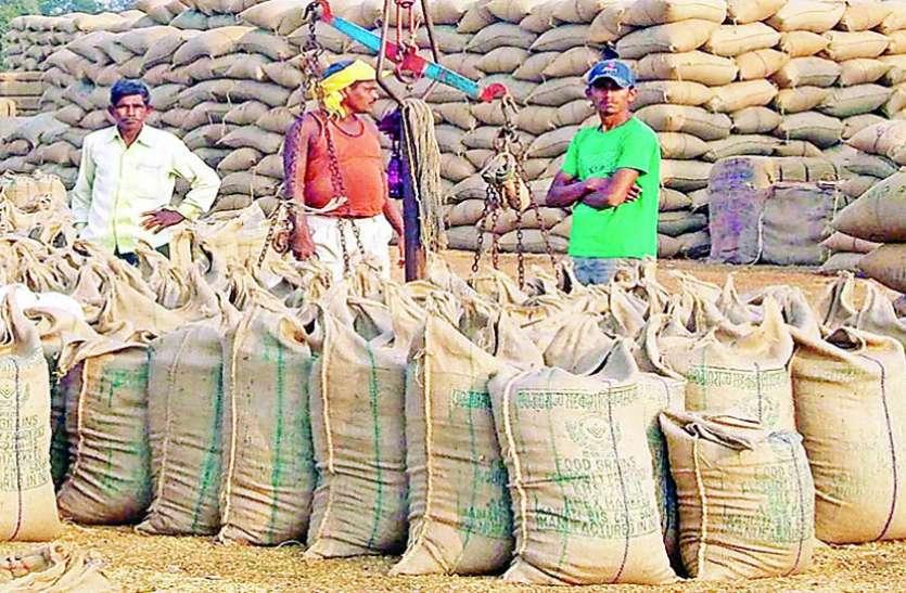 2500 में खरीदा धान अब 1100 रुपए में बेचने को मजबूर सरकार