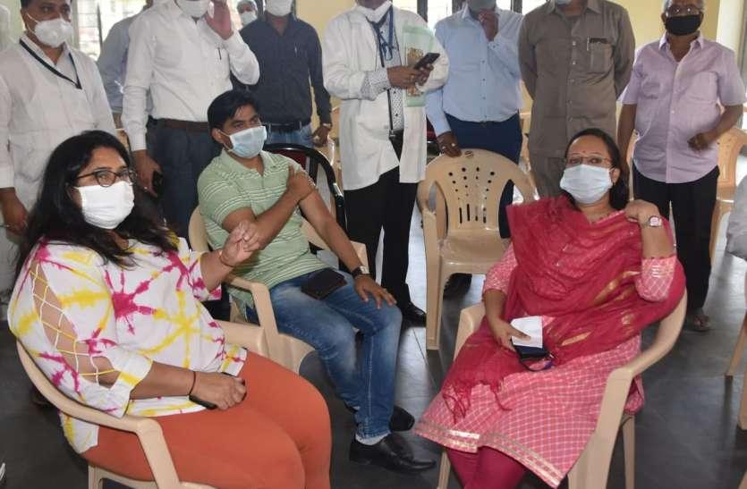 टीकाकरण के लिए उमड़ी भीड़