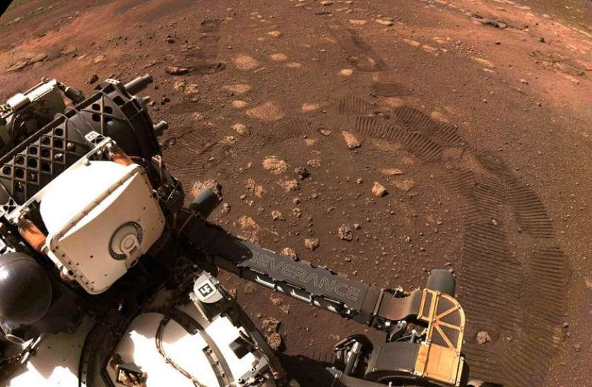 मंगल पर पहली बार चला NASA का रोवर, 33 मिनट में तय की 21 फीट की दूरी