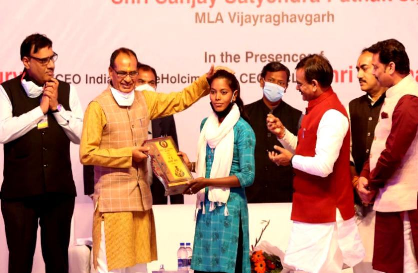 अंतर्राष्ट्रीय महिला दिवस विशेष : CM शिवराज करते हैं इस लड़की की बहादुरी को सलाम, बनेंगी एक दिन की कलेक्टर