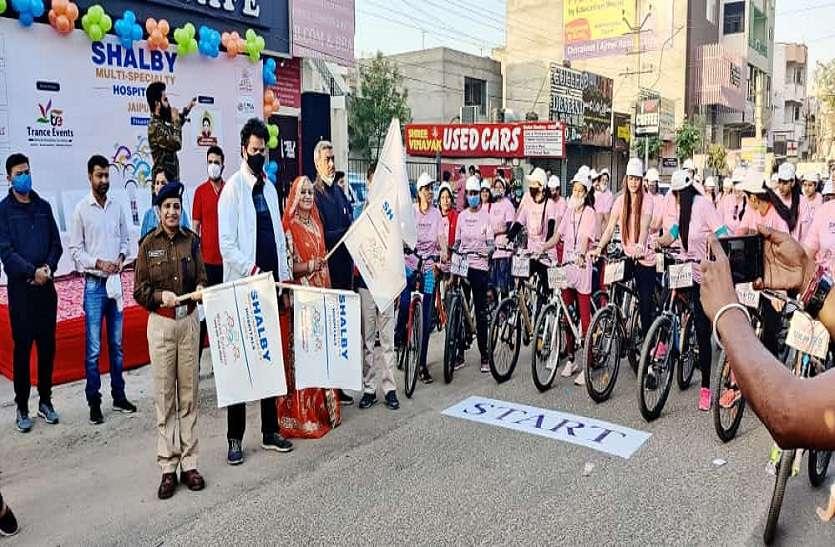 महिलाओं ने चलाई साइकिल
