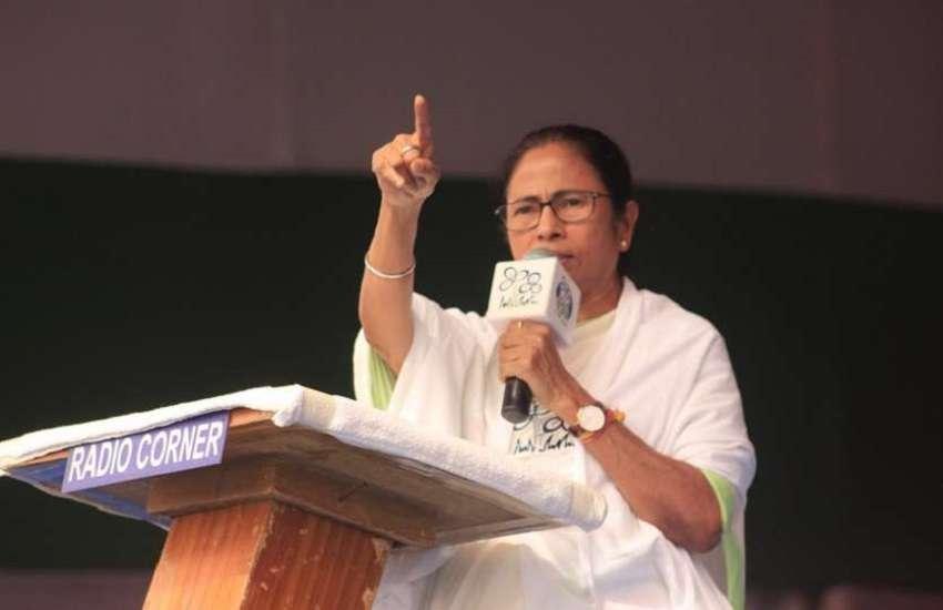 West Bengal: पीएम मोदी के आरोपों पर सीएम ममता का जवाब, बोलीं- BJP पैसे दे तो ले लो और TMC को वोट करो