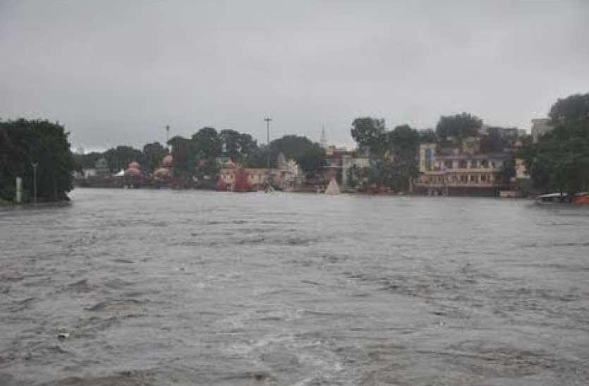 शिप्रा नदी में धमाके के बाद 10 फीट उछला पानी, लोगों में दहशत का माहौल
