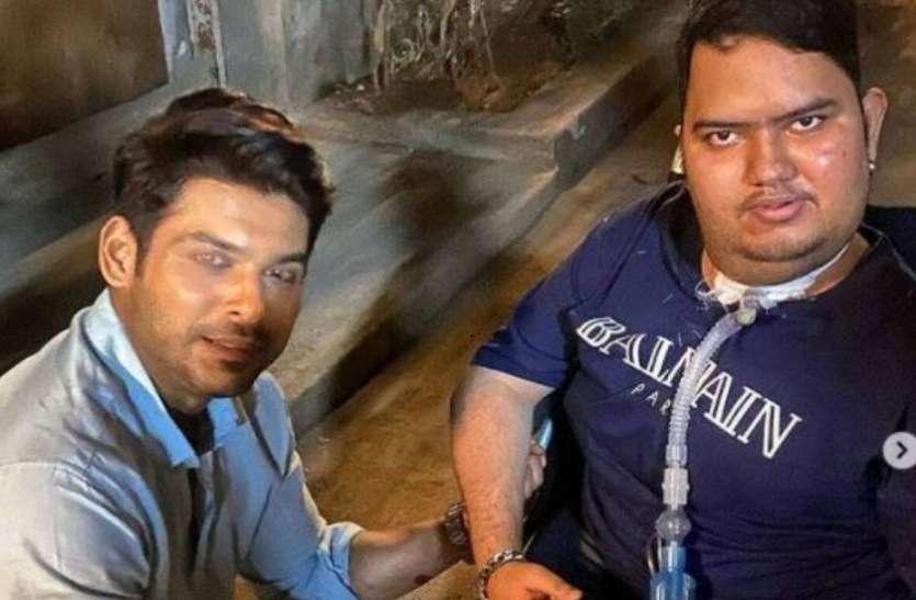 घुटनों पर बैठ Siddharth Shukla मिले दिव्यांग फैन से, तस्वीर देख तारीफ करते नहीं थक रहे हैं फैंस