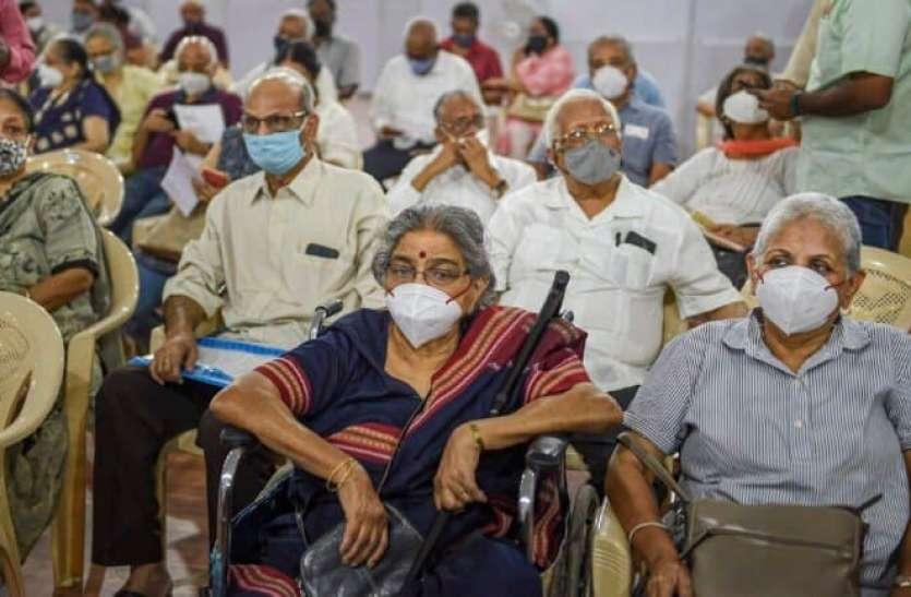 टीकाकरण अभियान: बुजुर्गों की सुविधाओं का ख्याल रख रहे अस्पताल, चाय-नाश्ते और व्हीलचेयर का भी कर रहे इंतजाम