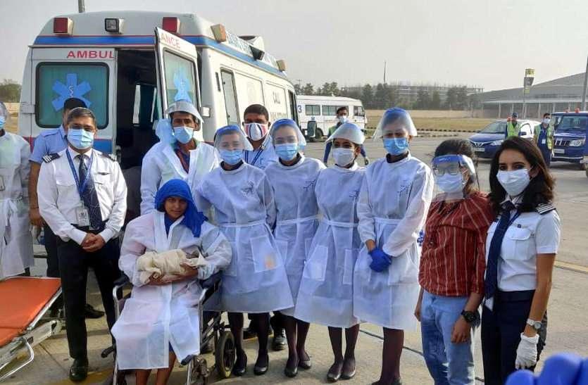 फ्लाइट में हुआ बच्ची का जन्म, विमान में सवार डॉक्टर और क्रू मेम्बर की मदद से हुआ प्रसव