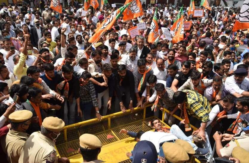 नेतृत्वविहीन नजर आया भाजपा का प्रदर्शन, ना पूनियां आए ना राघव, राजे गुट के नेताओं ने संभाली कमान