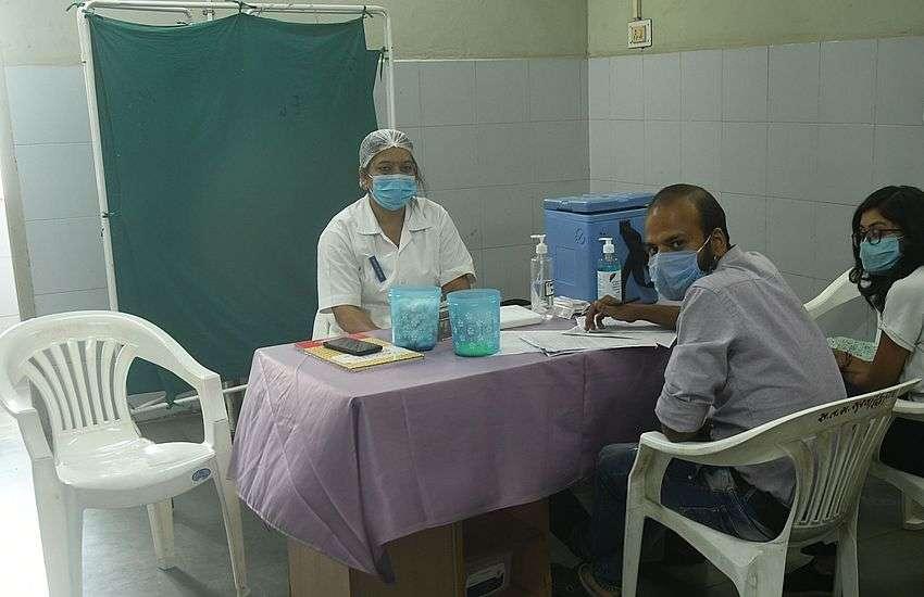 सांसद का जन्मदिन उत्सव, 15 मिनट के कार्यक्रम के लिए तीन घंटे बंद रही वैक्सीन साइट