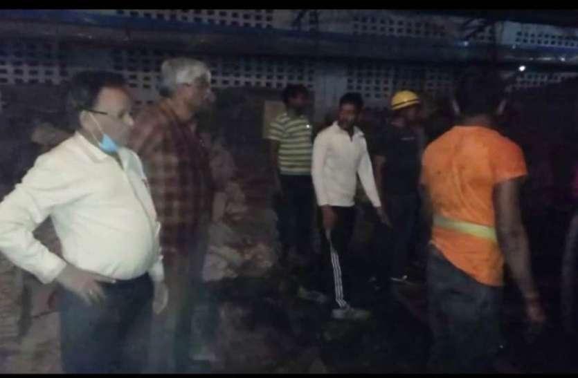 गत्ता फैक्ट्री में लगी भीषण आग, हजारों का नुकसान