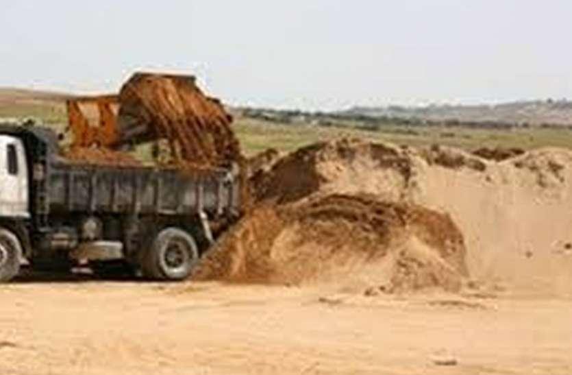 गैर कानूनी रेती खनन से स्थानीय लोगों में रोष