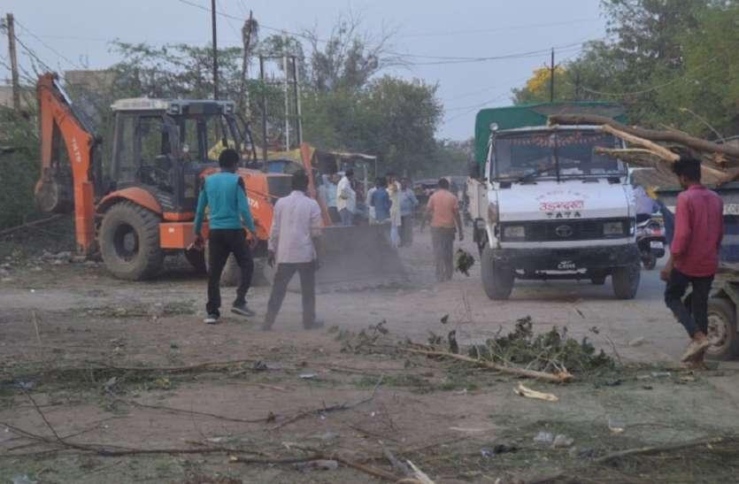 Rewa ; वर्षों से सड़क किनारे जमी गुमटियां हटाई गई