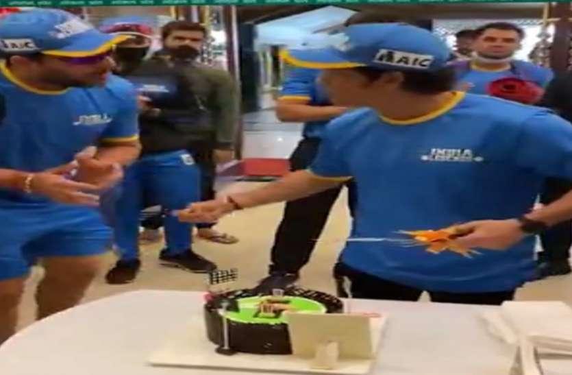 सचिन के100वां शतक का मना जश्न रायपुर में, युवराज ने चेहरे पर लगाया केक तो बोले सबको लगाओ