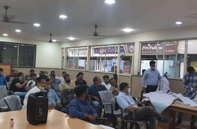SURAT KAPDA MANDI: दो मार्केट के व्यापारियों से मिला व्यापारी एकता मंच