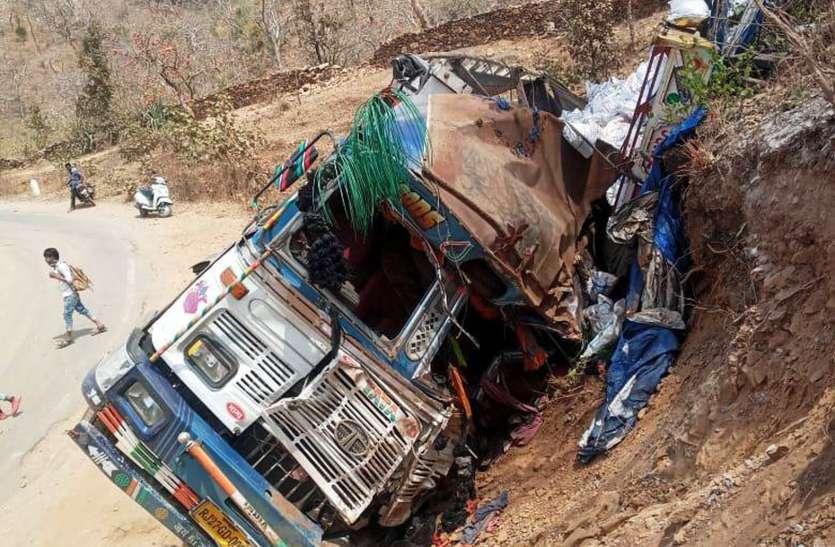 रणघाटी में ट्रक पलटा, एक की मौत5 घायल