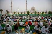 Corona Effect: UAE ने रमजान में इफ्तार पार्टियों और मस्जिदों में धार्मिक उपदेश देने पर लगाई रोक