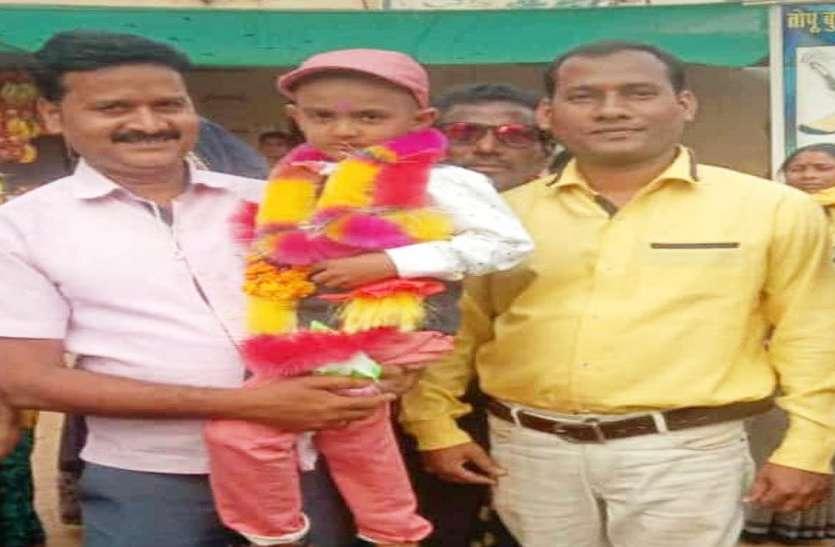 22 दिन बाद सकुशल पहुंचने पर शिवम का गांव में जोरदार स्वागत