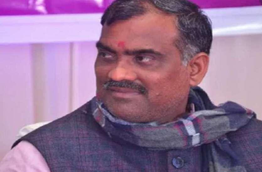 भाजपा सरकार के 4 साल बेमिसाल कार्यक्रम में प्रभारी मंत्री की अचानक बिगड़ी तबियत