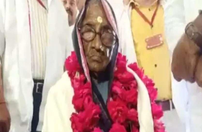 109 वर्षीय महिला ने कोरोना को लेकर बनाया नायाब रिकॉर्ड, मिला सम्मान