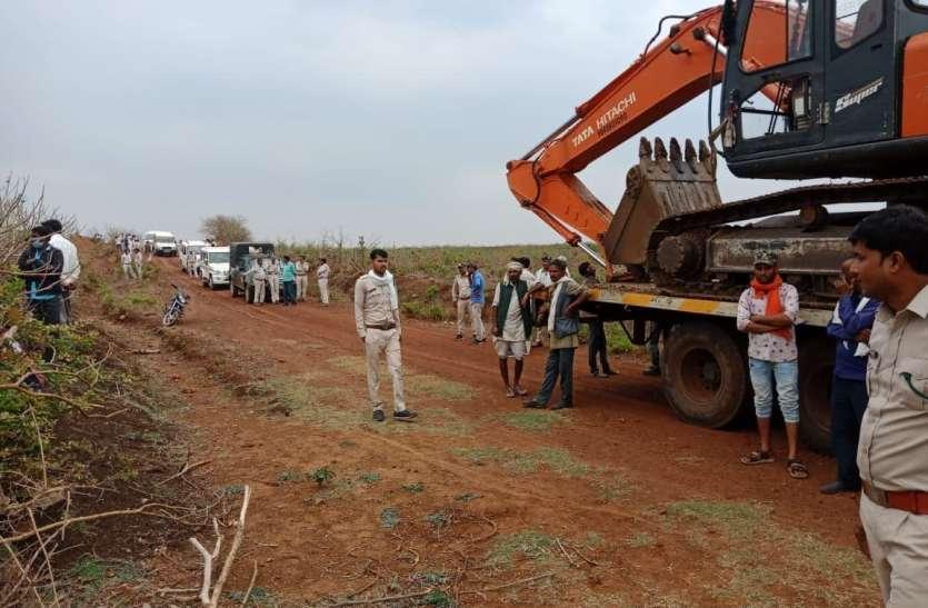 20 वाहन, 100 लोगों की टीम, 6 घंटे की मेहनत और 200 बीघा जमीन कराई मुक्त