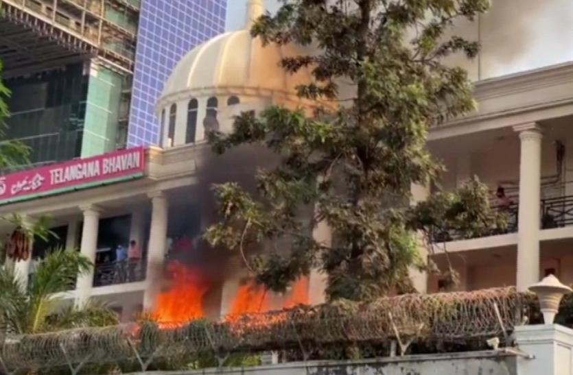 तेलंगाना एमएलसी चुनाव : जीत की खुशी में जश्न के दौरान TRS हेडक्वार्टर में लगी आग