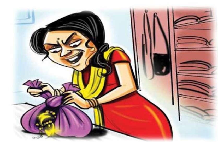 Quick Read: शौच का निवेदन कर घर में घुसी महिला, धमकी देकर ले गई रुपये-गहने