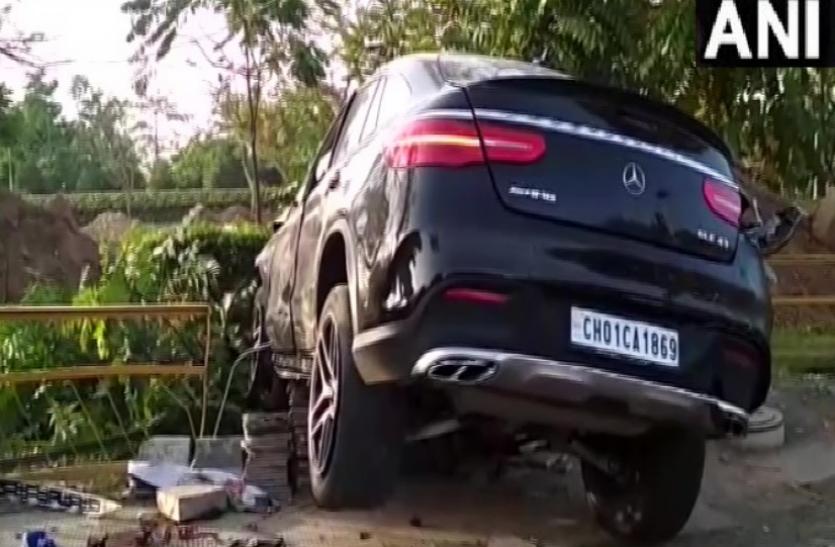 Punjab : मोहाली में तेज रफ्तार मर्सिडीज ने ली 3 की जान, 3 घायल