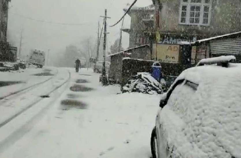 Himachal Pradesh के लाहौल स्पिति में भारी बर्फबारी, इन इलाकों में बारिश से लुढ़का पारा