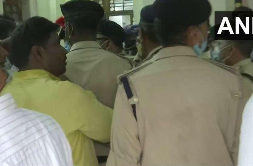 बिहार विधानसभा में जमकर कटा बवाल, पुलिस के साथ धक्का-मुक्की में कई विधायकों को लगी चोट