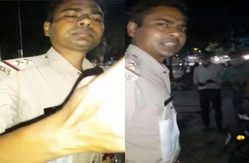 देसी शराब की दुकान पर दरोगा का वीडियो वायरल, हाथ में बोतल और नशे में धुत होने का आरोप