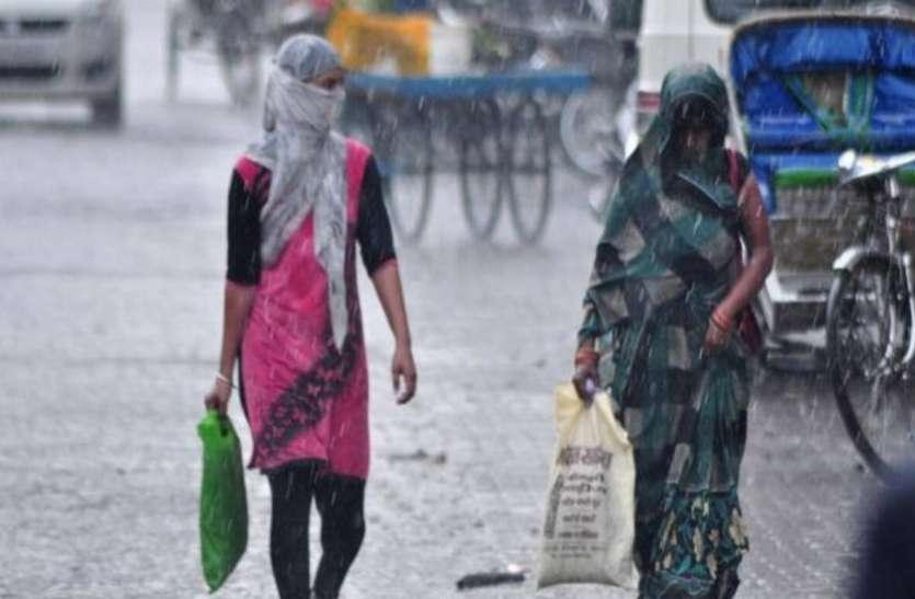Weather Update: दिल्ली में हल्की बारिश से मौसम हुआ सुहाना, कई राज्यों में गरज-चमक की संभावना