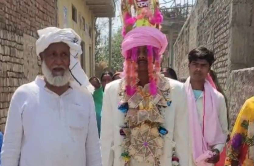 मुस्लिम पिता ने हिंदू बेटे के सिर पर बांधा सेहरा, हिंदू रीति रिवाज से कराई शादी