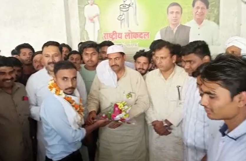 Muzaffarnagar: पंचायत चुनाव से पहले सैकड़ों युवा हुए आरएलडी में शामिल