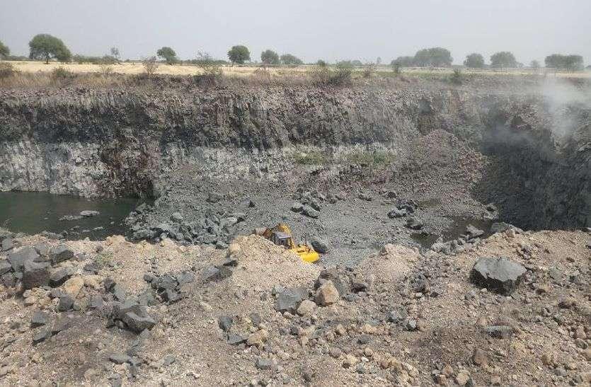 जमुनिया खुर्द रोड पर स्थित गिट्टी के्रशर संचालक कर रहा अवैध रूप से माइनिंग