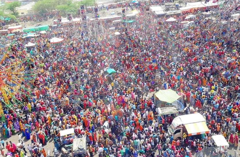 भगोरिया मेले में उमड़ी भारी भीड़, बच्चे, युवा, बुजुर्ग मस्ती में डूबे