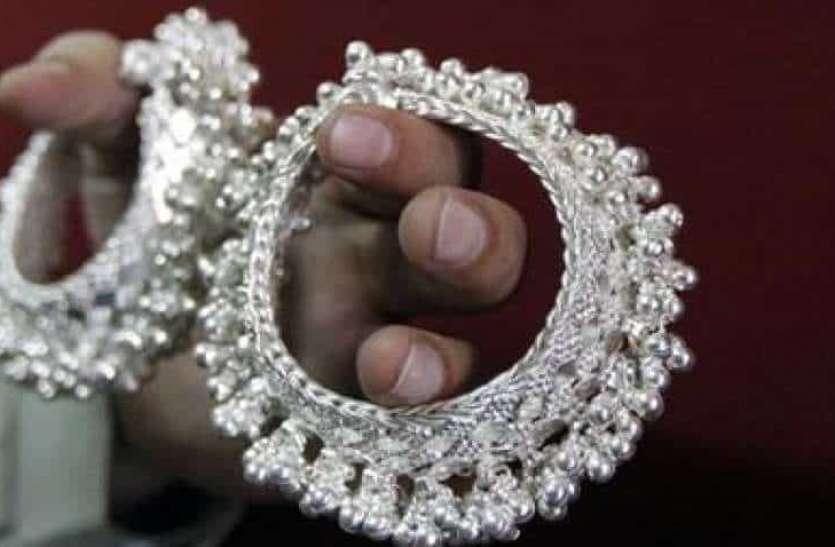 Silver Price Today: ऑलटाइम हाई से 15 हजार रुपए सस्ती हुई चांदी, जानिए कितने हुए दाम