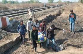 रेलवे लाइन में दो युवकों के कटे हुए शव मिले
