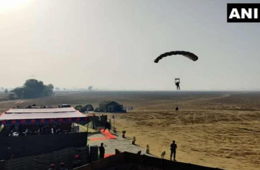 Agra: दक्षिण कोरिया के रक्षामंत्री के सामने भारतीय सेना के जवानों ने 10 हजार फीट से लगाई छलांग