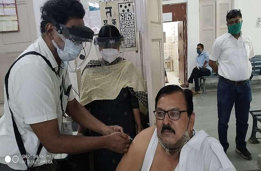 450 श्रमिक स्पेशल चलाने वाले फ्रंटलाइन रेलवे कर्मचारियों का वैक्सीनेशन शुरू