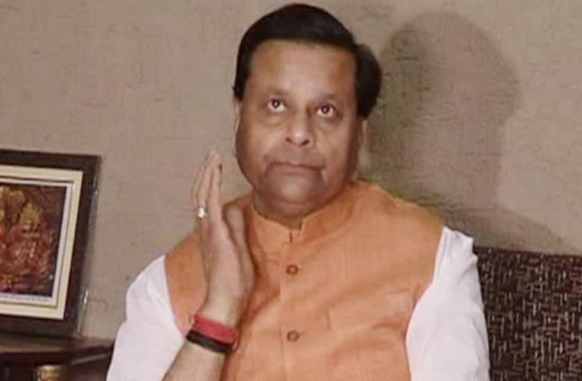 प्रतीकात्मक होली मनाने से पूर्व मंत्री नाराज, कहा- परम्पराओं का दीप बुझ गया
