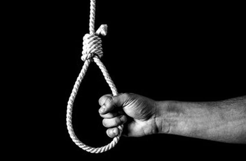 Person Commits Suicide By Hanging On The Noose - फांसी के फंदे पर झूलकर  अधेड़ ने की आत्महत्या | Patrika News