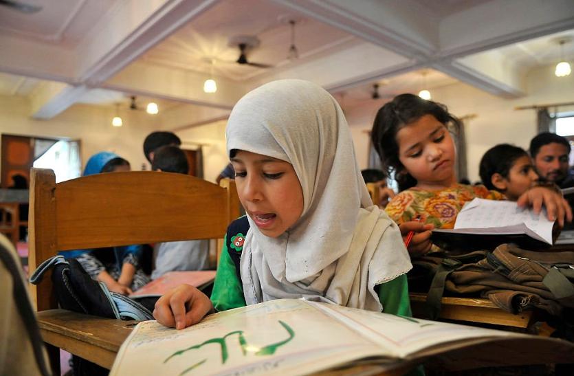 5 साल में 27 हजार कश्मीरी बच्चों ने छोड़ दिया स्कूल जाना