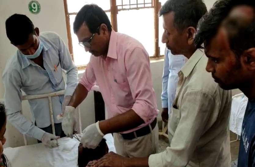 दबंग ने सरकारी हैण्डपम्प पर जड़ा ताला, विरोध करने पर भाई-बहनों को पीटा