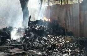 आग की चपेट में आया बीएसएनएल का गोदाम, भीषण आग से लाखों का नुकसान