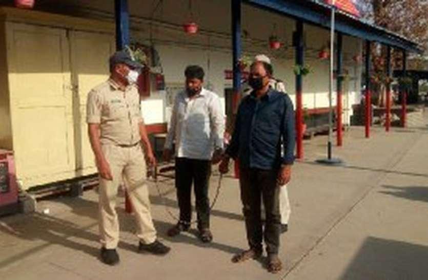 ट्रेन रुकवाकर दो चोरों को पकड़ा जीआरपी ने